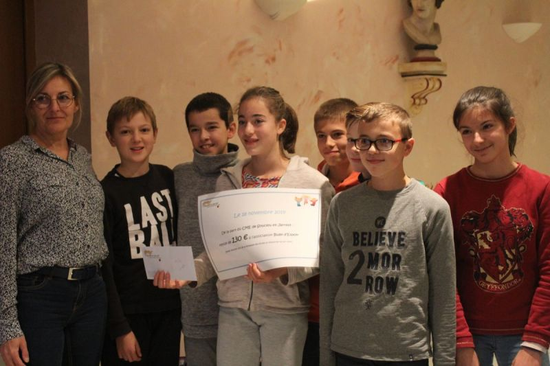 Remise-de-cheque-Association-Bulle-dEspoir